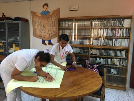 estudiantes-en-biblioteca
